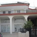 MEΓΑΛΟΠΟΛΗ (2/όροφη οικοδομή με υπόγειο, ισόγειο κατάστημα και pilotis και όροφος κατοικία)